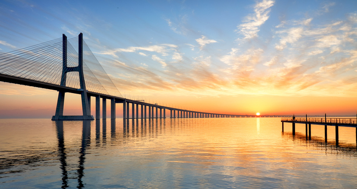 Where is the longest bridge in the world?